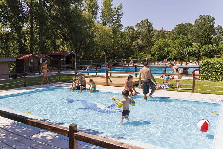 Camping de haro campings la rioja for Camping en la rioja con piscina